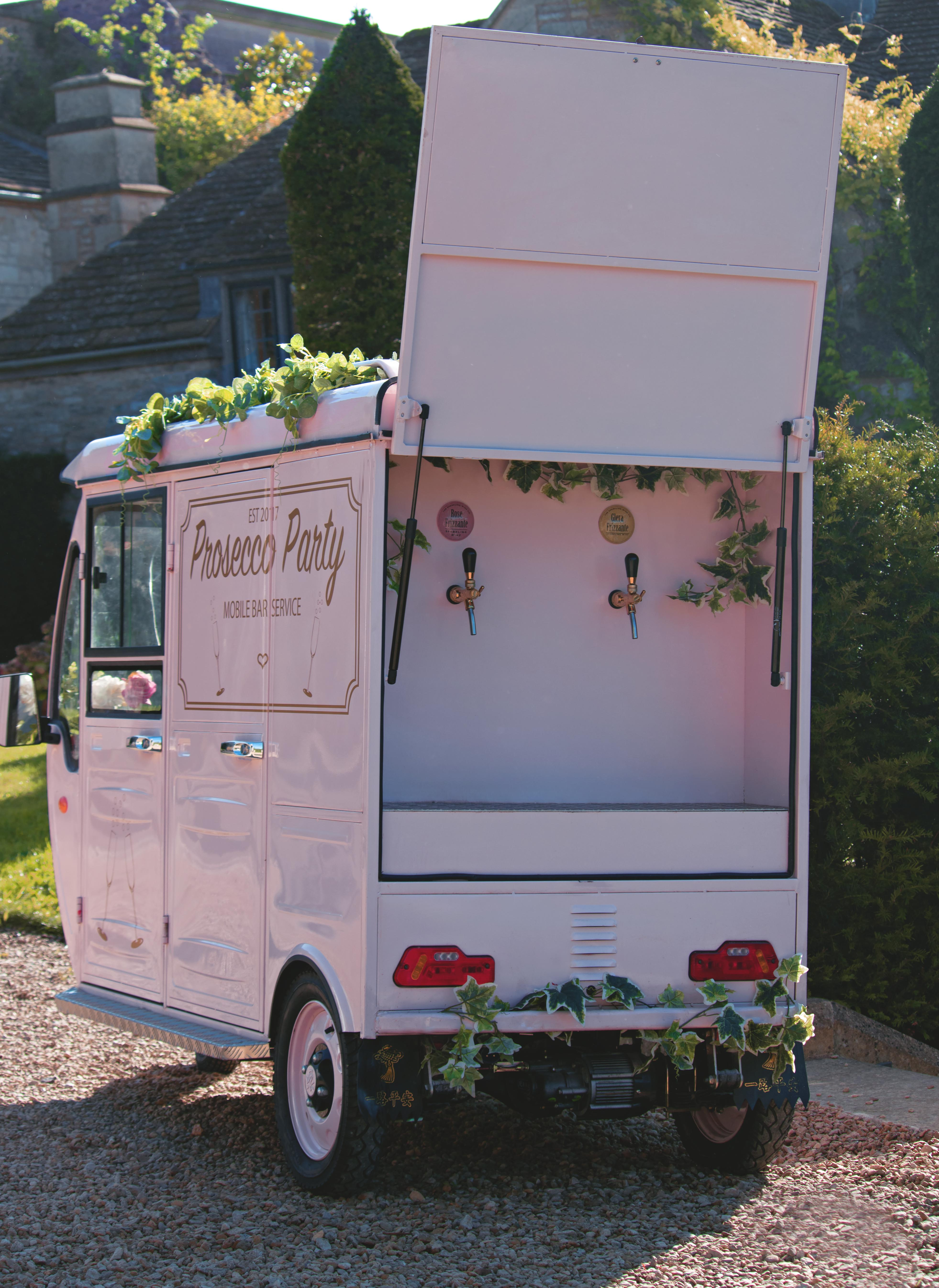 Prosecco Tuk-Tuk Summer Wedding