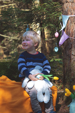 Relaxed Family Portraits at Easter Time
