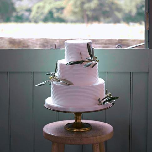 Simple & Elegant Wedding Cake