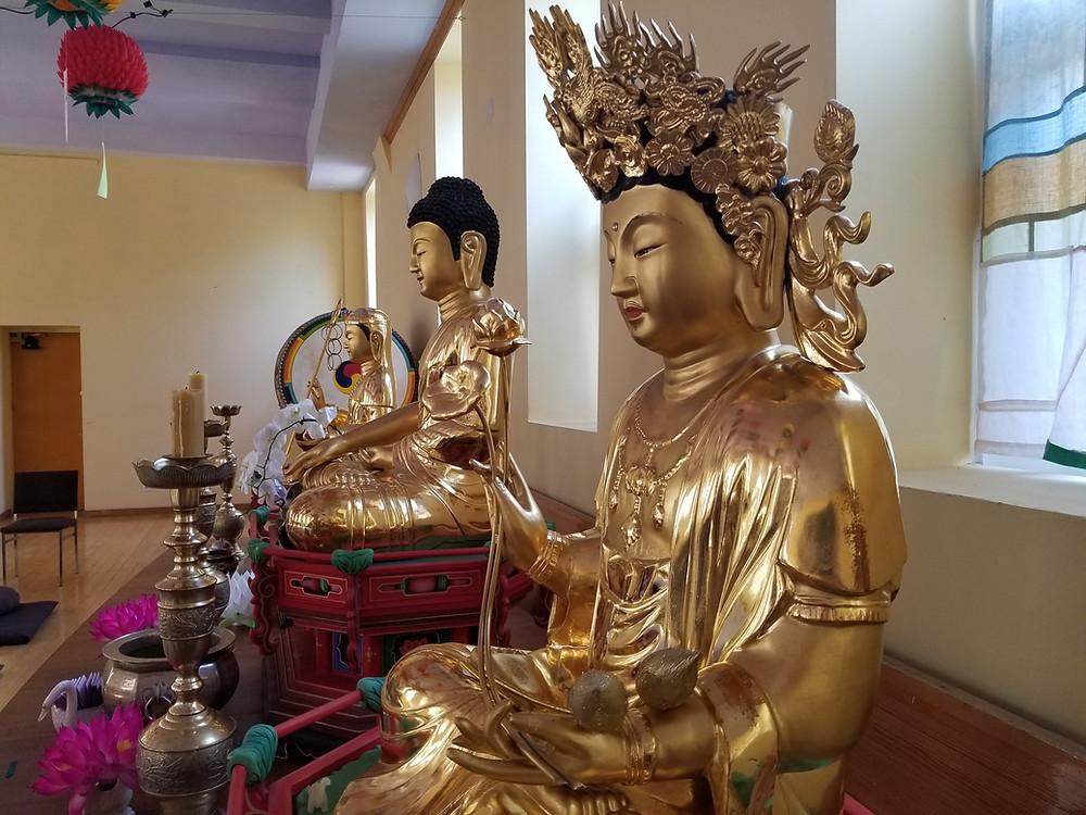 Zen statues