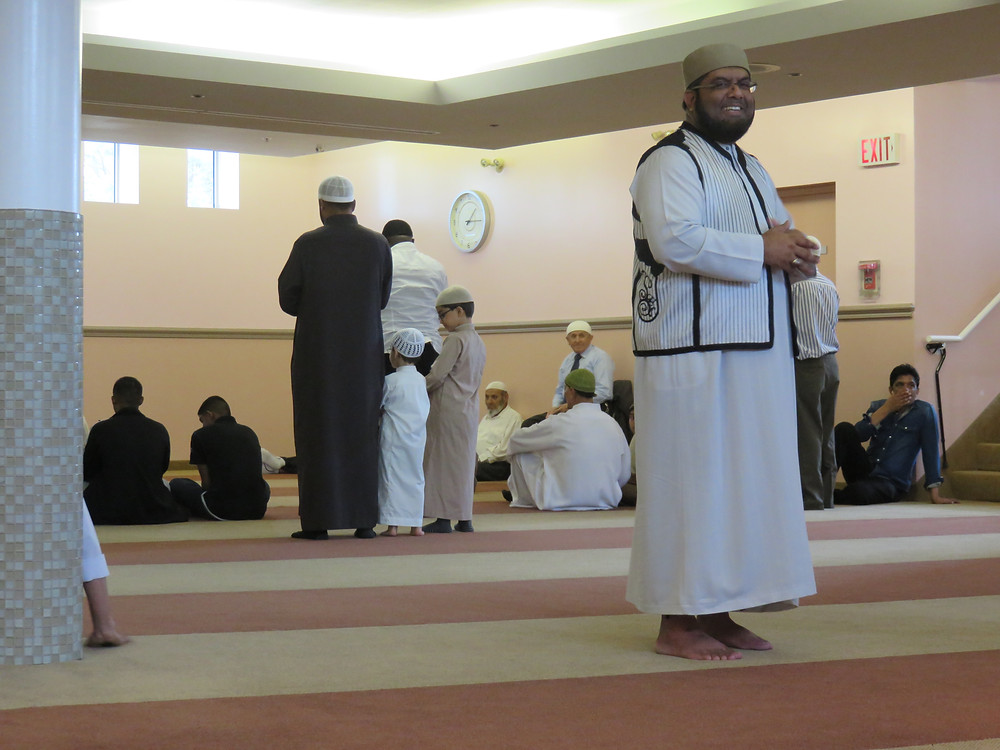 This year's mosque visit was exceptional as we witnessed a packed mosque for Friday prayer. We heard the sermon and put away lots of Afghani food to boot.