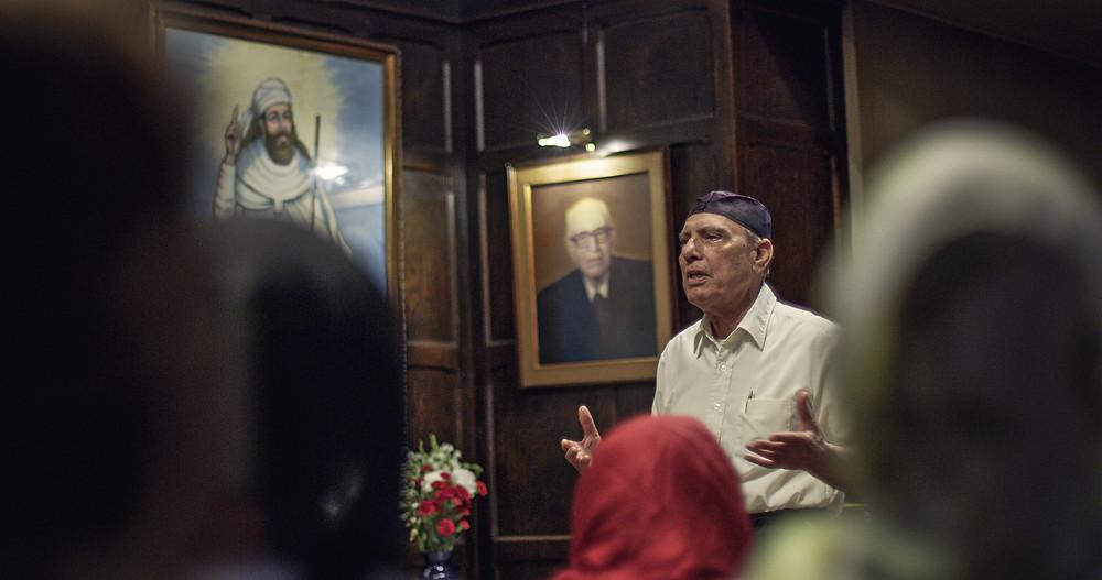 Zoroastrian guide