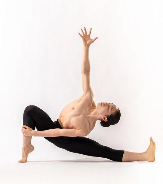 Contestant #4 Taro Yamashita - Dance Pose (Chapter 40)_edited_edited.jpg