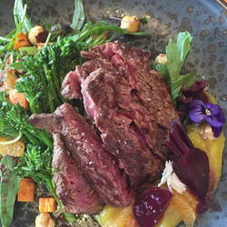 Lunch today, our new BROCCOLINI + BEETROOT SALAD w minute steak 👌🍴