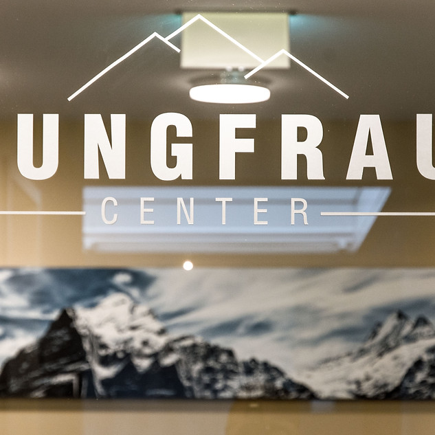 Jungfrau Center Beschriftung