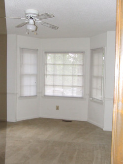 DR with Bay Windows and Ceiling Fan