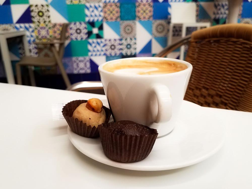 Los Patios de la Marquesa - Cafe con Leche with gluten free marzapan
