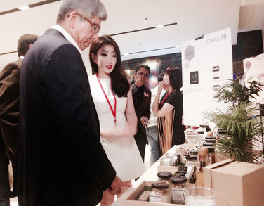 With Minster of Communications & Information  at the Official OPening of Singapore Design Week 2016.