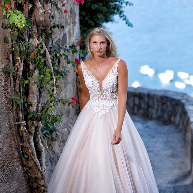 Commercial bridal shoot Italy Amelie Bridal