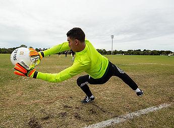 How-to-Buy-Soccer-Goalie-Gloves1.jpg