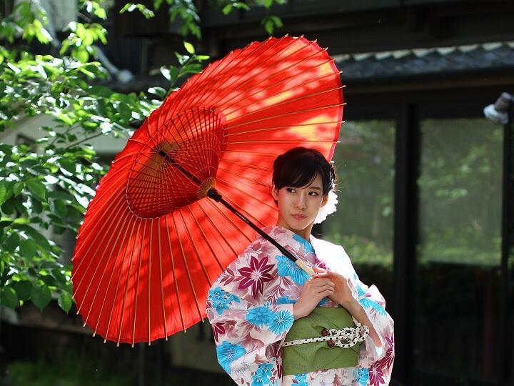 giapponese con ombrello