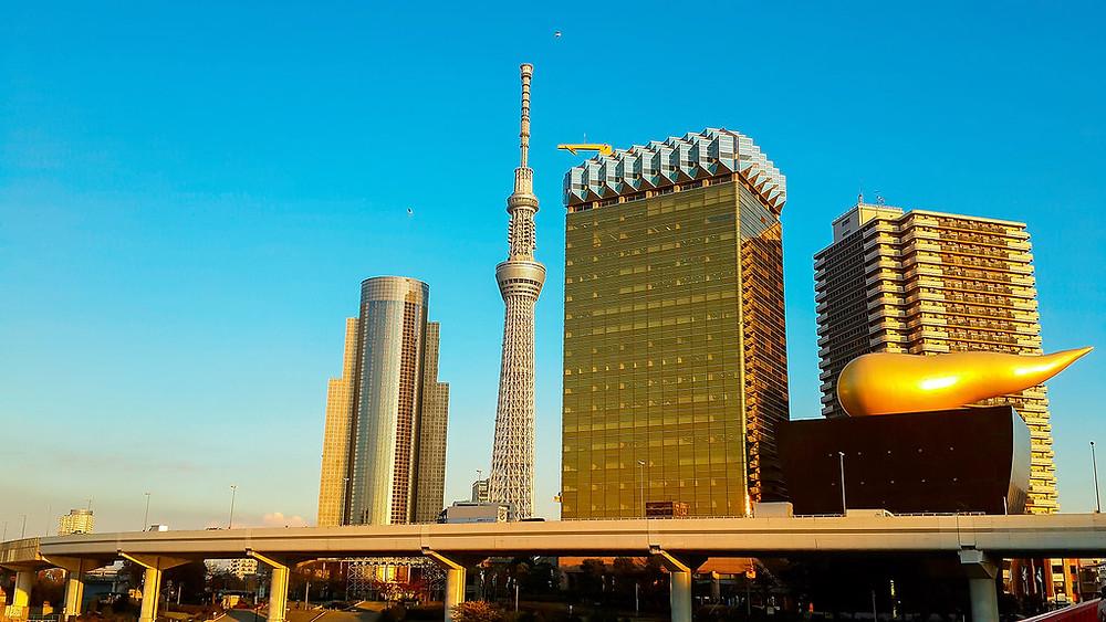Sky Tree vicino al grattacielo Asahi