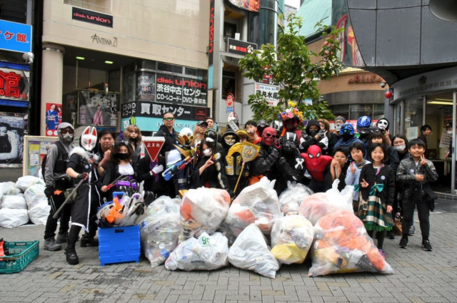 pulizia immondizia a shibuya