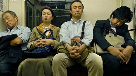Inemuri, l'arte giapponese di dormire ovunque