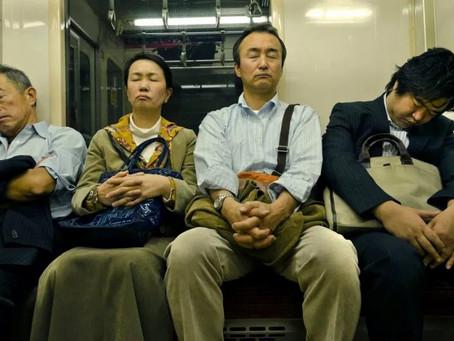 Inemuri, l'incredibile arte giapponese di dormire ovunque
