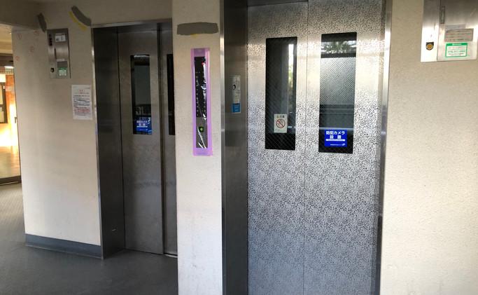共有三部電梯