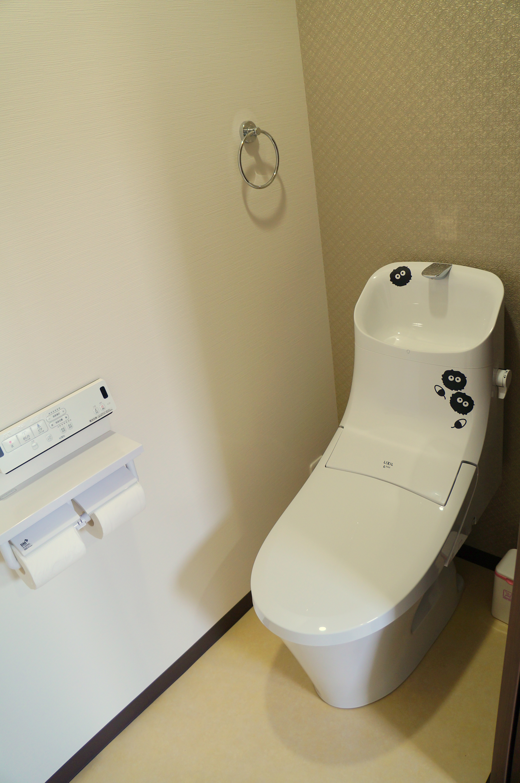 2F 廁所, 2F toilet
