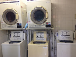 1樓的投幣式洗衣機