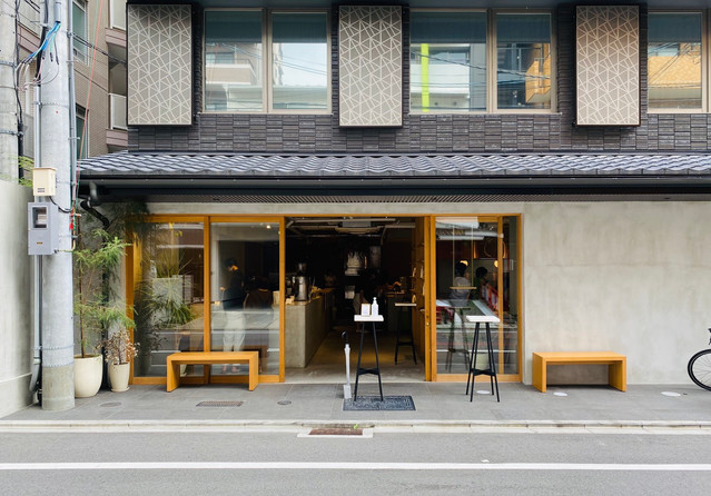 正門口對面咖啡廳