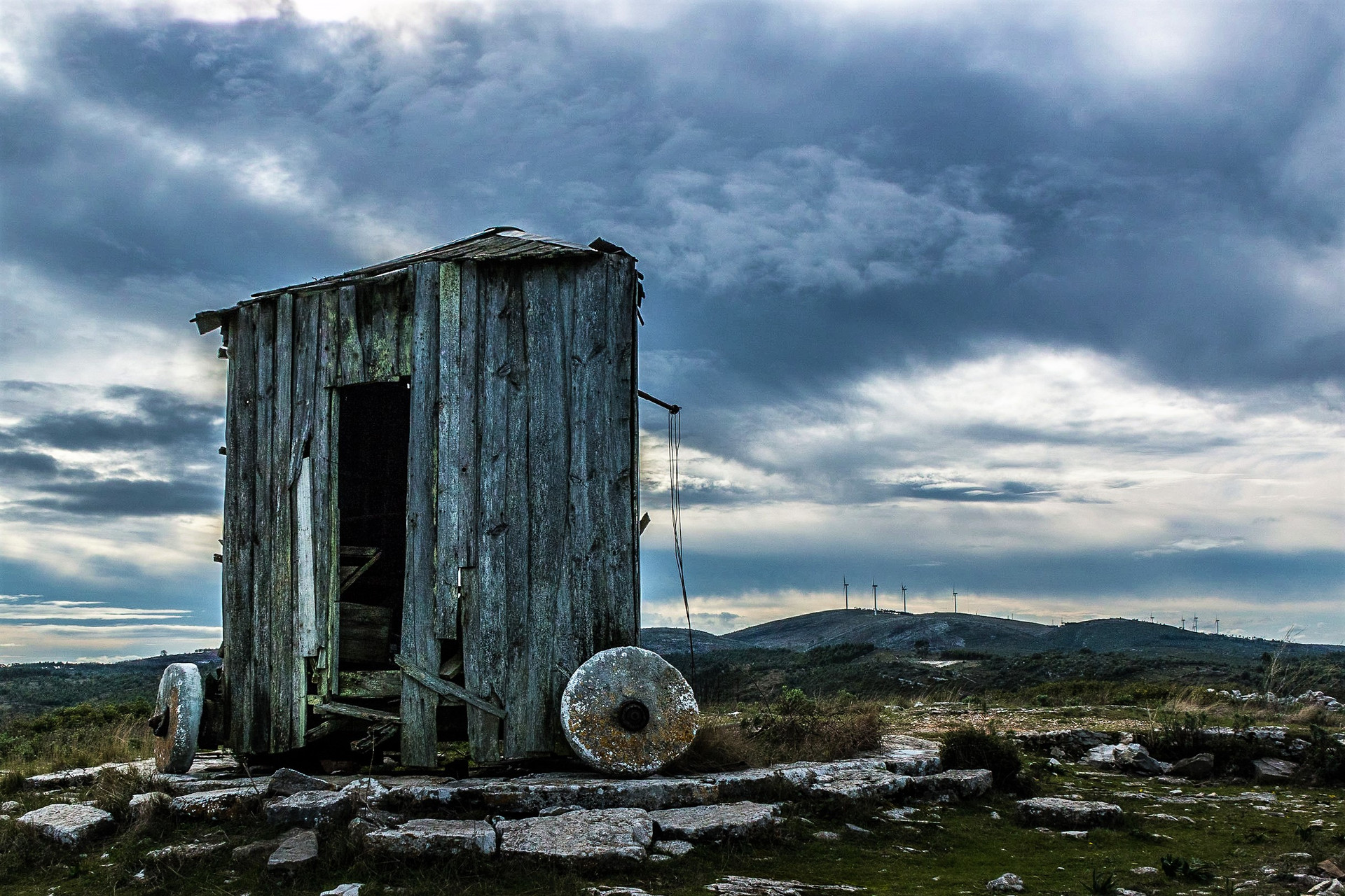 Abandoned windmill at Serra de Janeanes