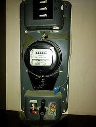 Старый электрощит с счетчиком СО ИЭ 2. И выключателями.jpg