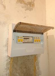 Счетчик СЕ 101 R5.1 в щитке с автоматами IEK.JPG