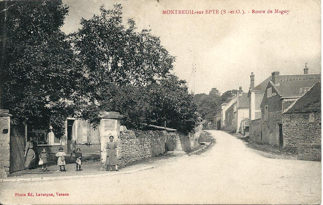 Place de Montreuil - route de Magny en 1927