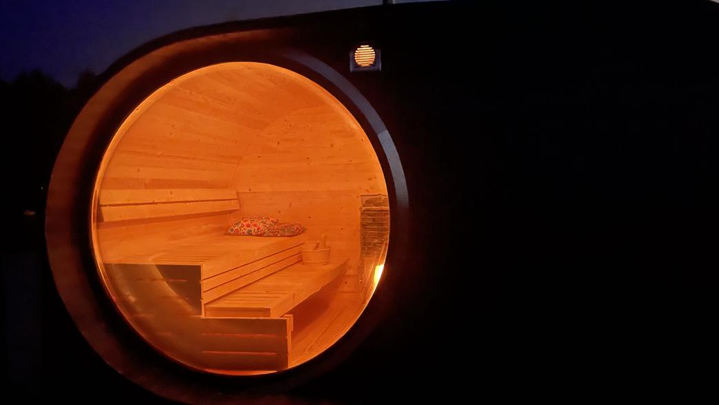 sauna w nocy