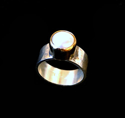 Gold Standout Pearl Ring