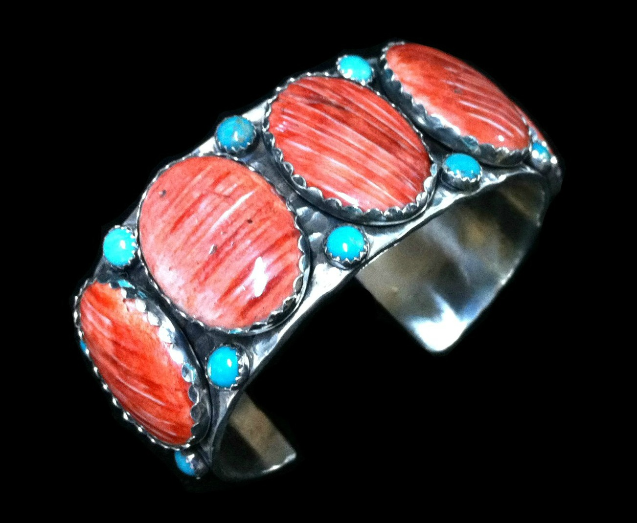 Spiney Oyster Cuff