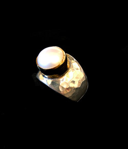 Large Gold Standout Pearl Ring