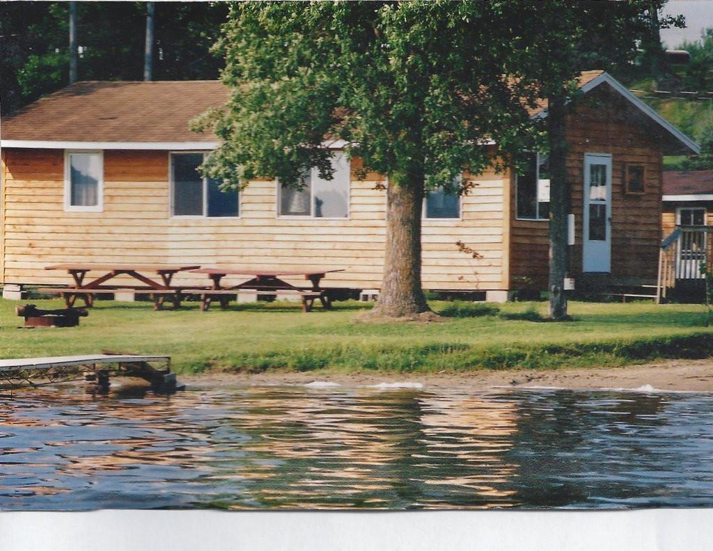 lake-side-cabins