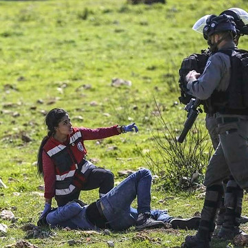 WEST BANK - Police attack Palestinian paramedic