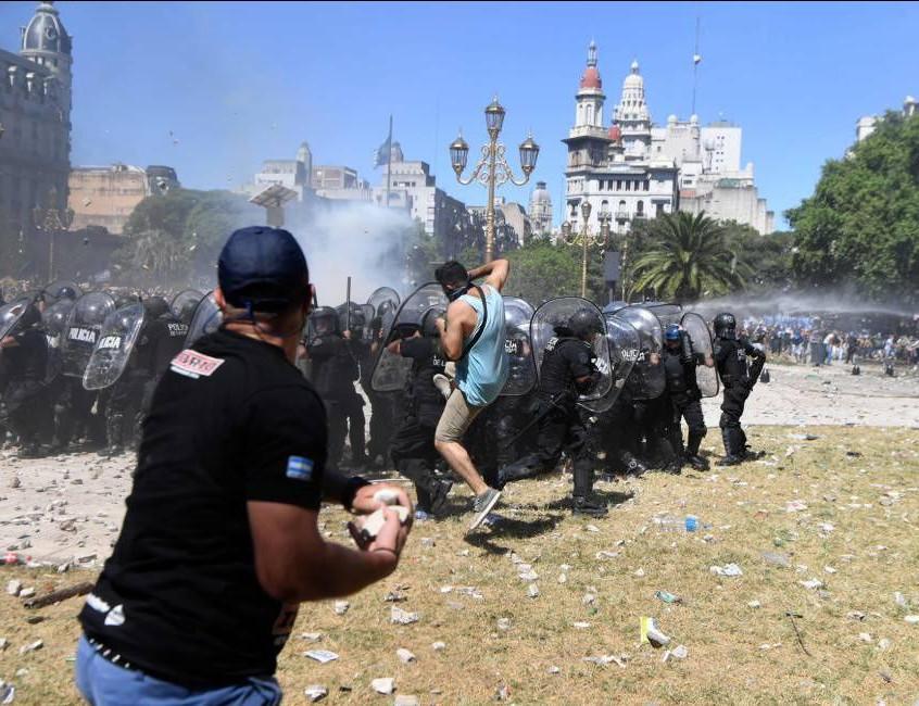 Protestors fighting police
