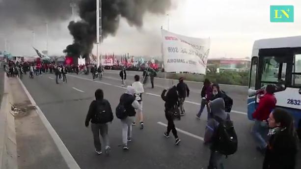 Protest at the bridge