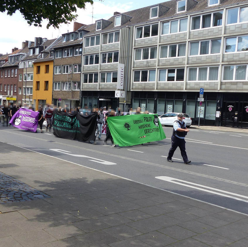 Aachen_Demo_gegen_Nazi_Bullen_1