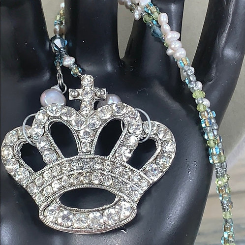 Green Crown of Grace rhinestone pearl necklace