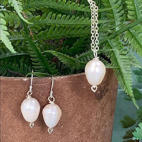 Genuine pearl sterling silver heart set (1)