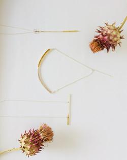 槌目仕上げのシルバーと真鍮のバイカラーネックレス