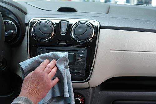 Ut- och invändig biltvätt - 1,5 timme C