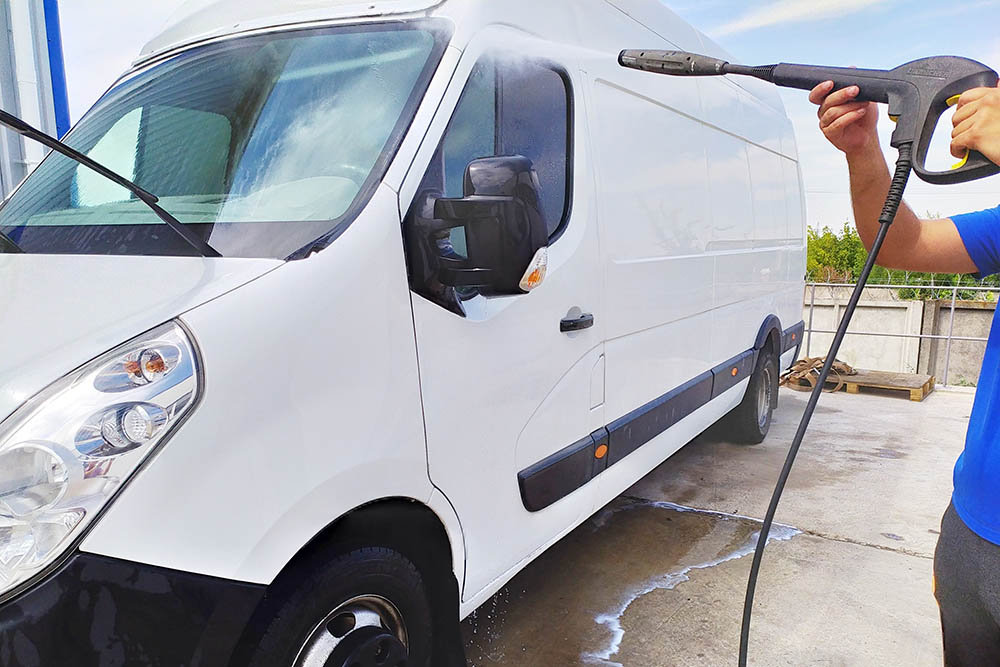 Tvätt av minibuss m.m - 1,5 timme D