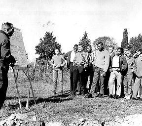 1964-Odessa-UD Professor Cotnoir give la