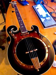 A shiny new banjo