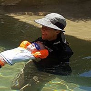 private instructor in greater chattanooga teaching child to swim