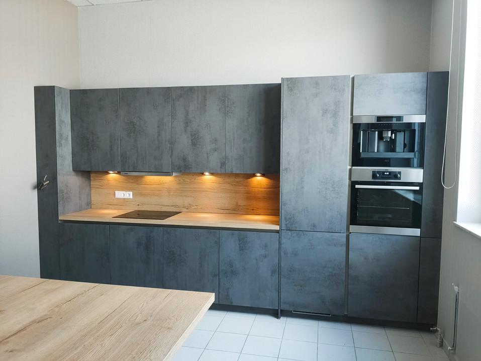 Ilot bois et meubles gris