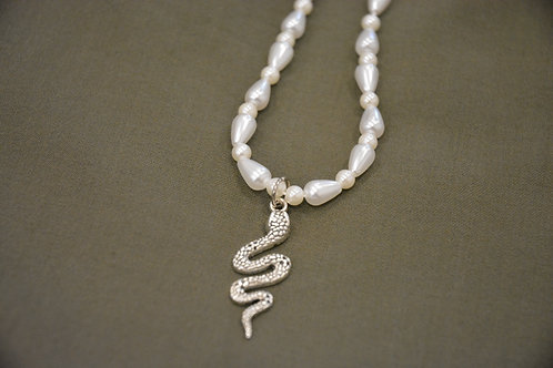 PEARLY ANTIQUE NECKLACE (39CM)