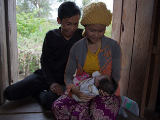 Becoming a mother for the first time:  How Sina's story differs from her friend's