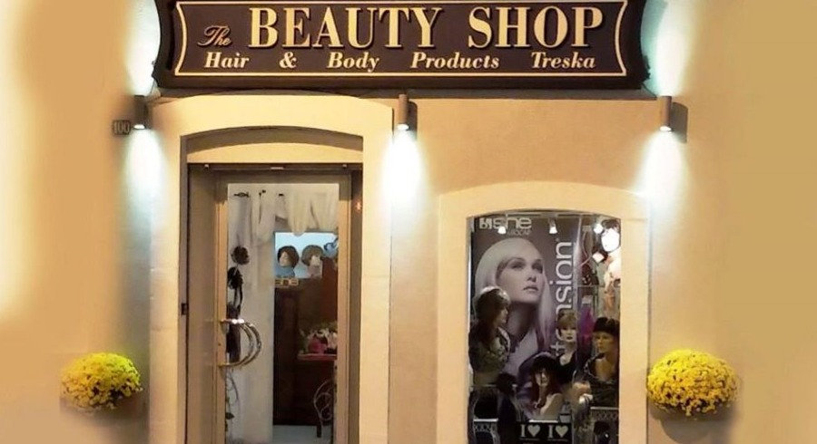 foto fuori negozio_edited.jpg