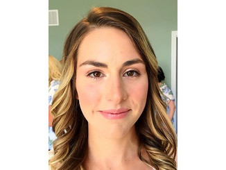 Natural wedding day look for this beauti