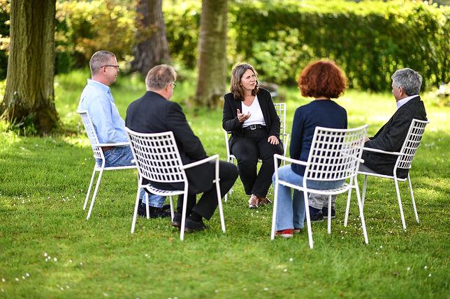 Wirtschaftsmediation & Konfliktmanagement: Mediation bei Teamkonflikten in Unternehmen sowie Familien-, Paar- und Nachbarschaftskonflikten.